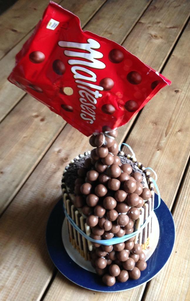Gravity cake emma